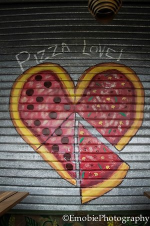 Moya's Place: Pizza Love!