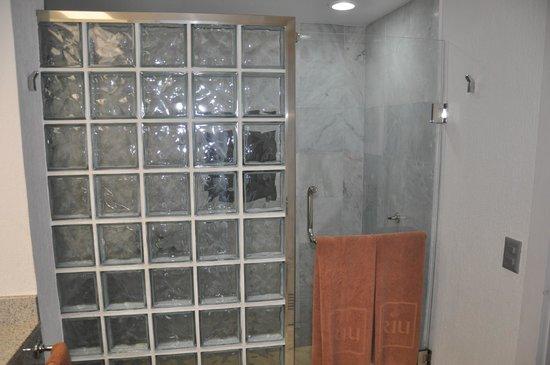 Hotel Riu Caribe : salle de bain