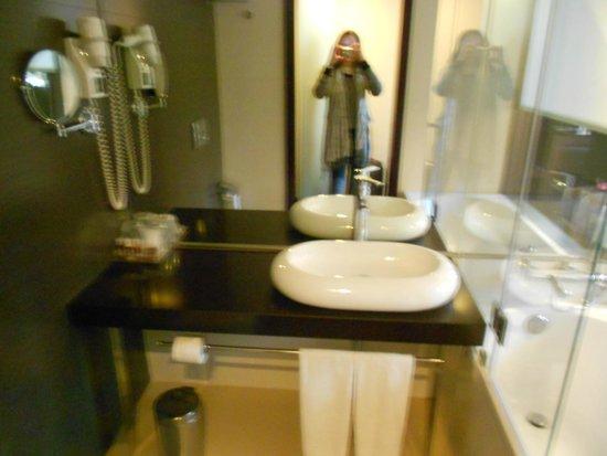 Turim Av Liberdade Hotel: Banheiro