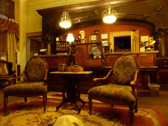 The Wyman Hotel and Inn : Comfy chairs in lobby