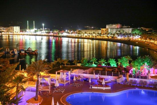 THB Ocean Beach: Pool by night