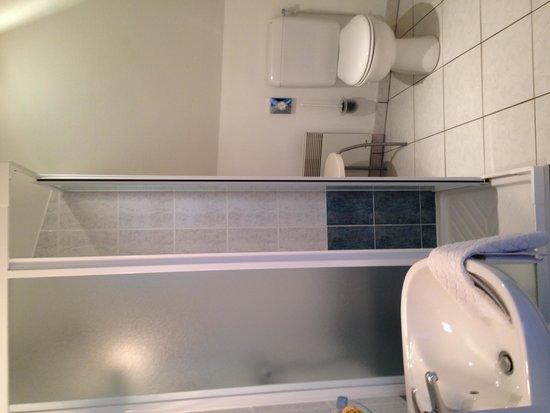 Logis Le Chai de la Paleine : salle de bain