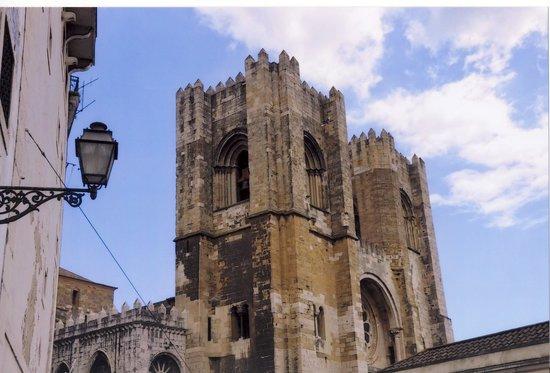 Alfama: cathedral Sé