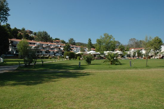 Skiathos Princess Hotel: The Hotel from the beach.