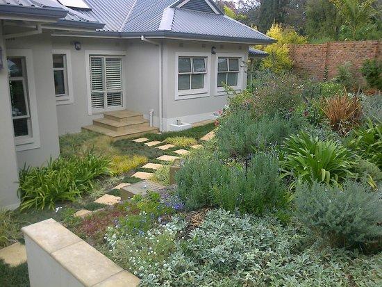 Kingsmead Guesthouse: Front garden