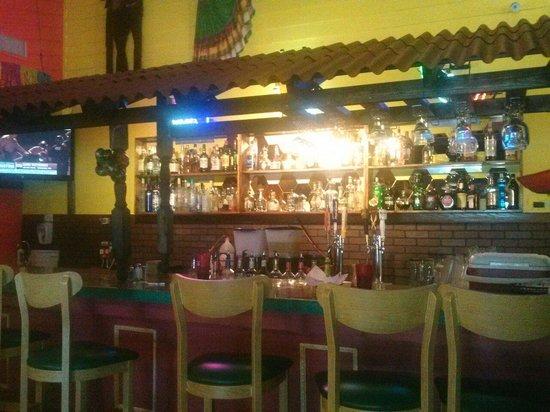 Salsas Mexican Restaurant: Bar area