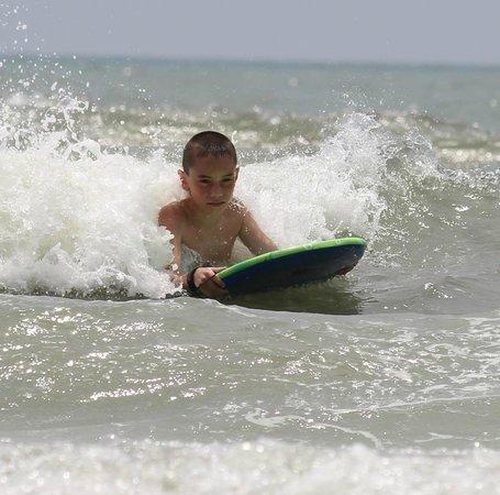 Beach Cove Resort: enjoying the waves
