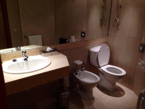 Melia Palas Atenea: Bathroom