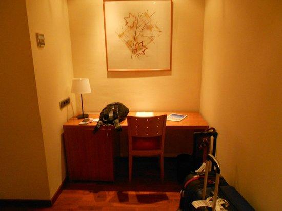 Hotel Aranea: Escrivaninha