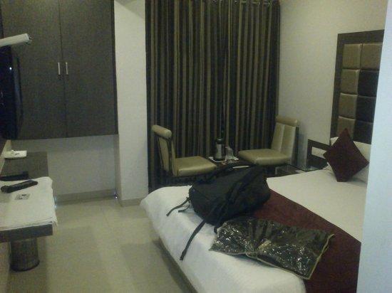 OYO 9239 Hotel Flair Inn : Room