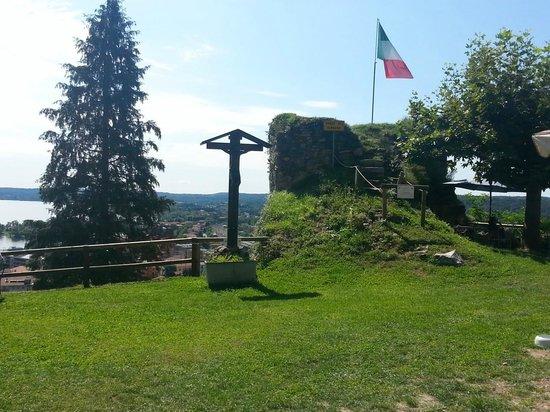 Rocca Borromea di Arona: Dal giardino.