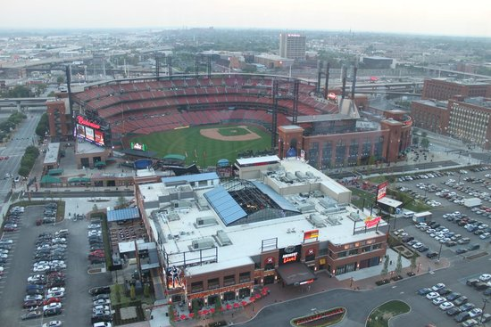 Hilton St. Louis at the Ballpark : with telescopic lens