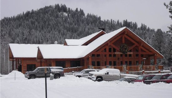 Mountain Springs Lodge : Snowy Gorgeous Lodge
