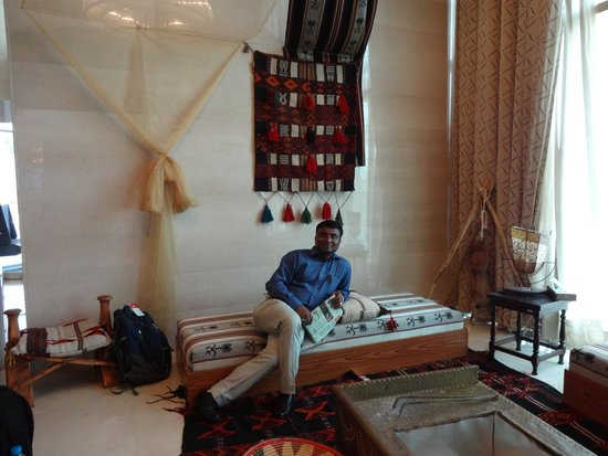 Mövenpick Hotel Al Khobar: Waiting Area near the reception