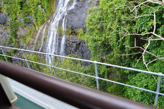 Kuranda Scenic Railway : view of one of the little waterfalls.