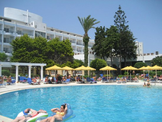 Mitsis Grand Hotel: Pool at the back of the hotal