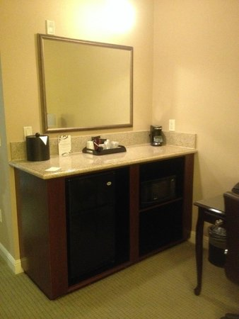 Ayres Hotel & Spa Mission Viejo: Microwave, Refrigerator and Coffee Maker