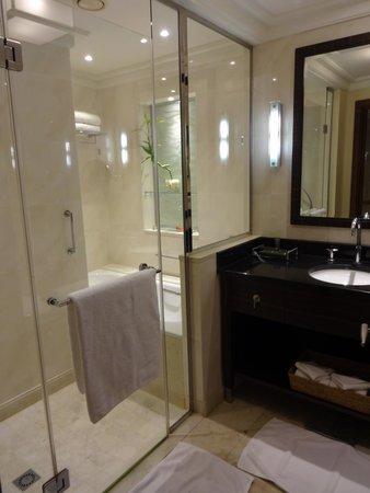 Movenpick Hotel Al Khobar : Bathroom
