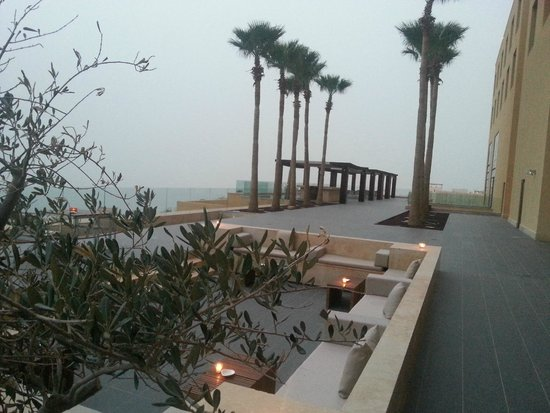 Kempinski Hotel Ishtar Dead Sea: Lounge with sea view