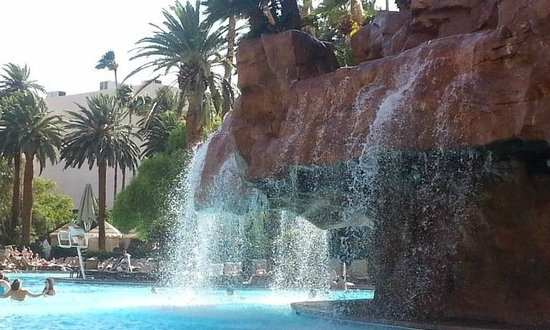 The Mirage Hotel & Casino: Pool waterfall