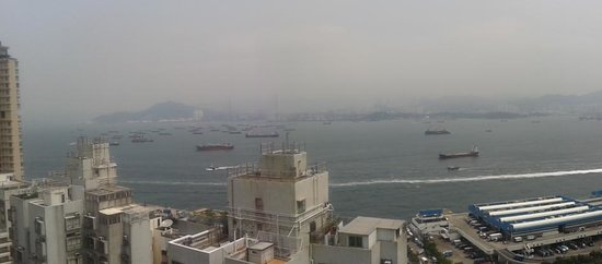 Hotel Jen Hong Kong: view from pool