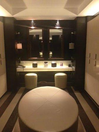 The Europe Hotel & Resort: Bathrooms