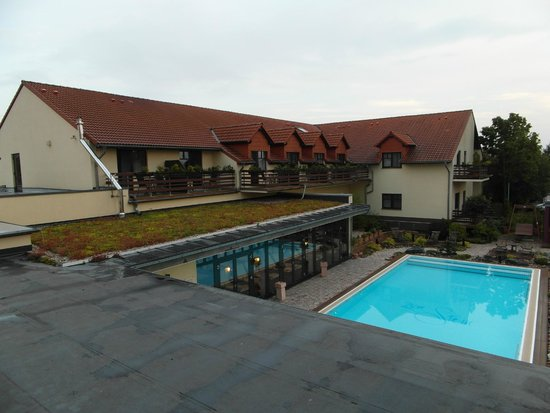 Ringhotel Zum Stein: View from balcony on the pool