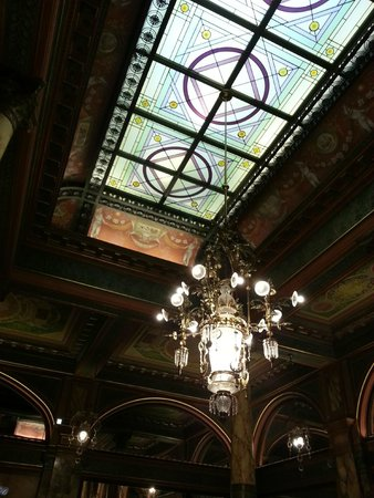 Hotel Metropole: Beautiful Ceiling in Restaurant