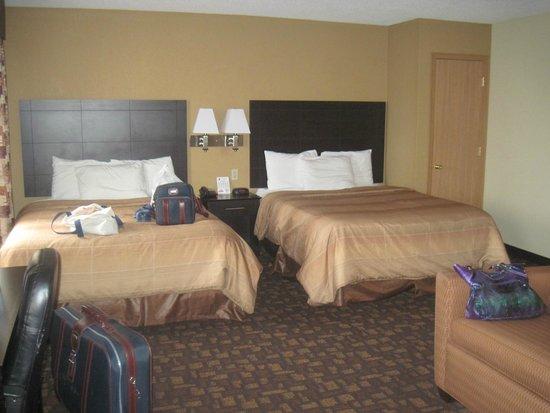 Super 8 Clive/W Des Moines: We had a 2 Queen bed Suite