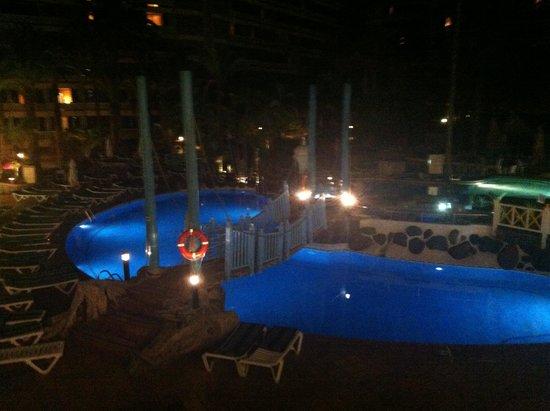 IFA Buenaventura Hotel : Poolanlage bei Nacht