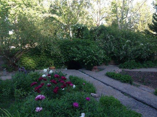 Los Poblanos Historic Inn & Organic Farm: Gardens and tiled irrigation