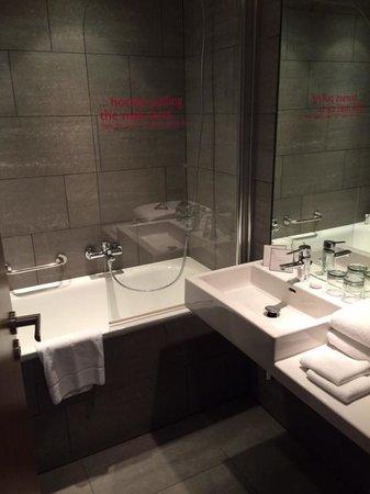 MOODs Boutique Hotel: story telling sur le pare-douche ;)