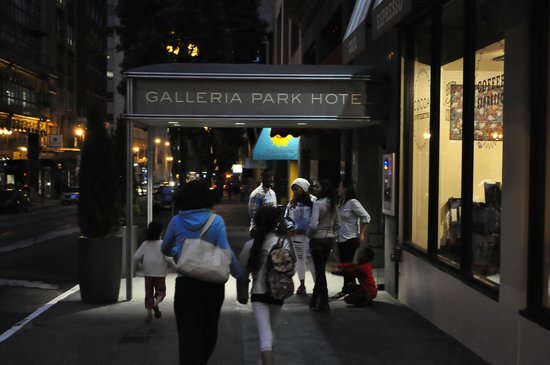 Galleria Park Hotel: family returning after an evening out