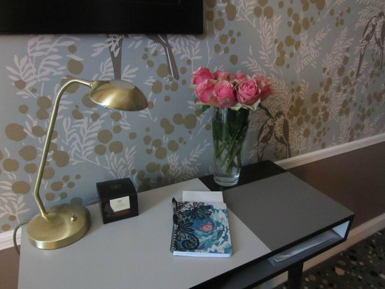 Hotel Therese : Desk - I brought the bouquet