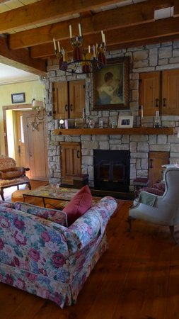 Prince Edward County, Canada : The beautiful living room