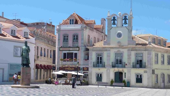 Cascais : Sea shore old town main square