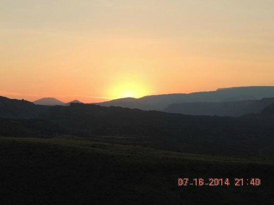 Capitol Gorge Trail: Sunset at the top of a hike at Fruita Campground