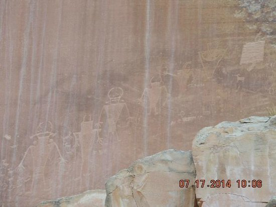 Capitol Gorge Trail: Petroglyphs at Capitol Reef National Park