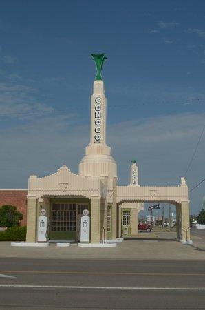 Tower Station and U-Drop Inn Cafe: da fuori