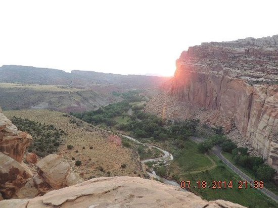 Capitol Gorge Trail: Top of a mountain at Capitol Reef National Park