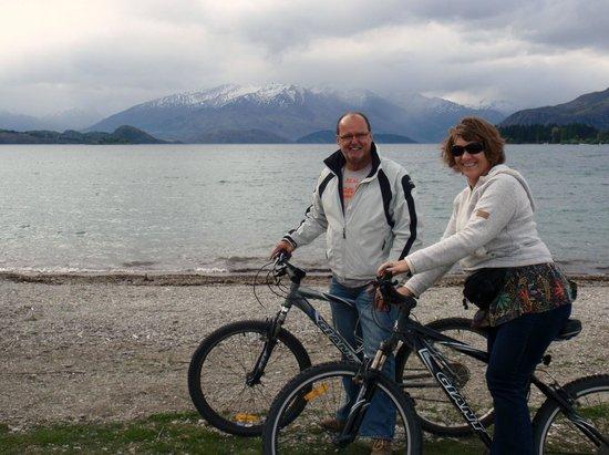 Lake Wanaka: Bikes from where we stayed
