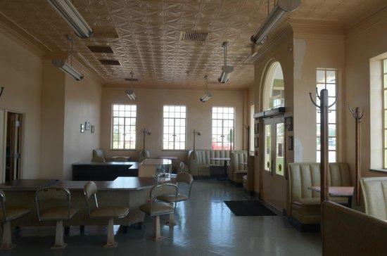Tower Station and U-Drop Inn Cafe: zona cafè