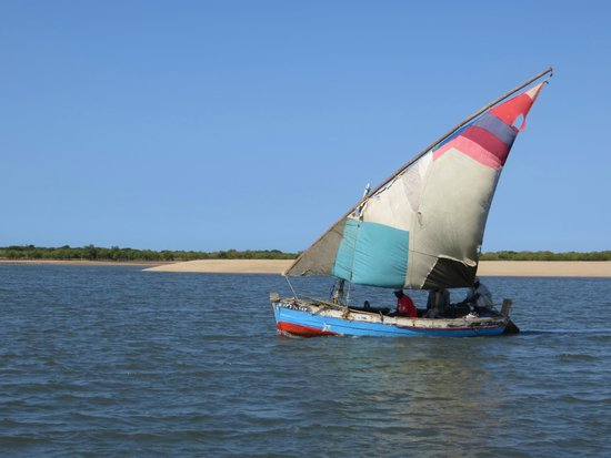 Xefina Pequena: Passing dhow on southern end of Xefina