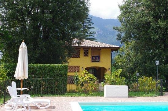 Villa la Sequoia: Villa from the pool