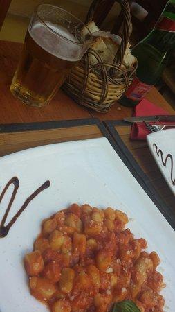 Inn Bufalito Taverna Mediterranea: Gnocchi alla.sorrentina e birra alla spina