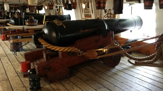 HMS Warrior 1860 : One of the cannon
