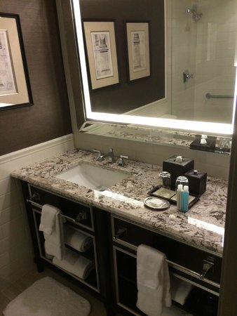 Loews Madison Hotel: Bathroom