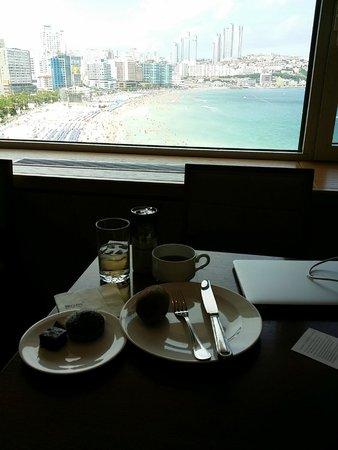 The Westin Chosun Busan : Snack at the Executive lounge