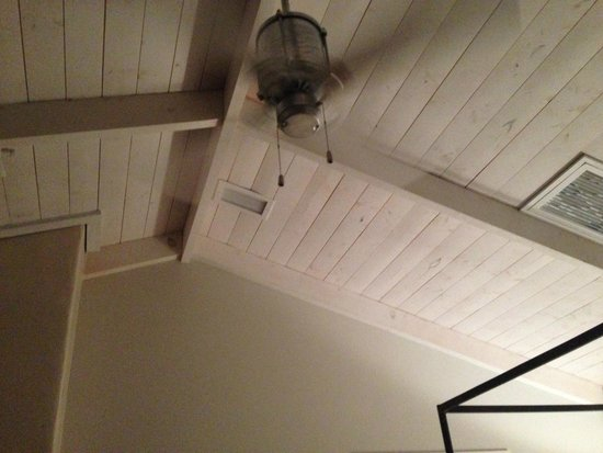 Los Poblanos Historic Inn & Organic Farm: Ceiling in farm room