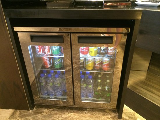 Gateway Hotel Hong Kong : Continental Lounge Refrigerator - Complimentary Drinks